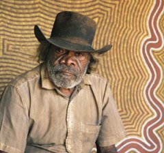 Mick Namararri Tjapangarti (1927–98) 1991. Foto: Greenville Turner, The Right Image Pty Ltd.