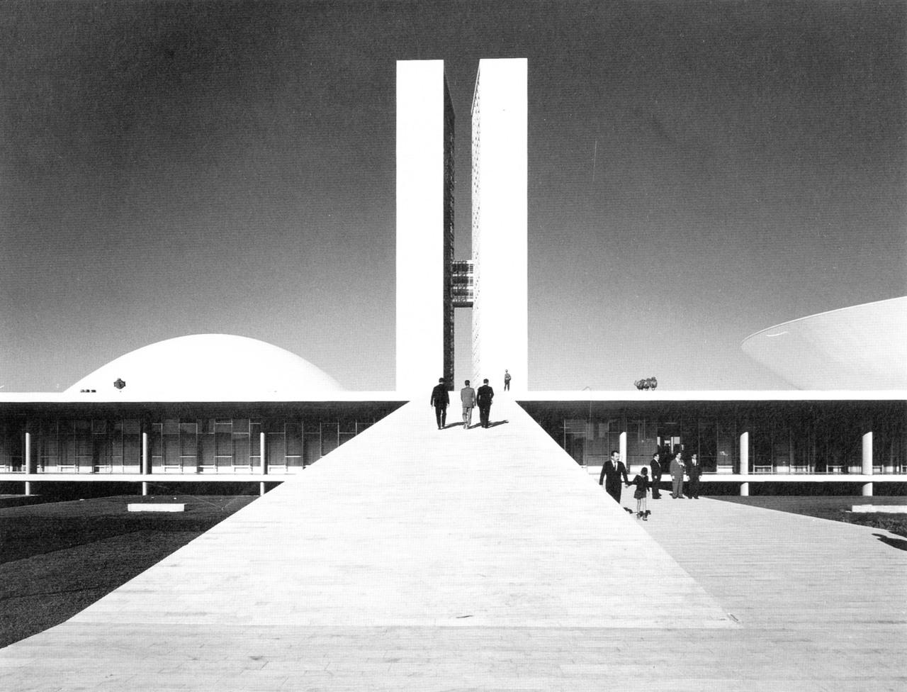 Planeta niemeyer o el viaje hacia eros y la armon a - Arquitecto de brasilia ...
