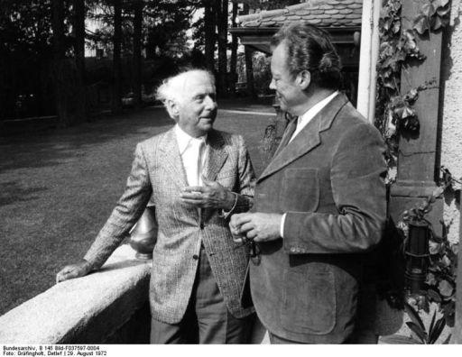 Max Ernst con Willy Brand en 1972.