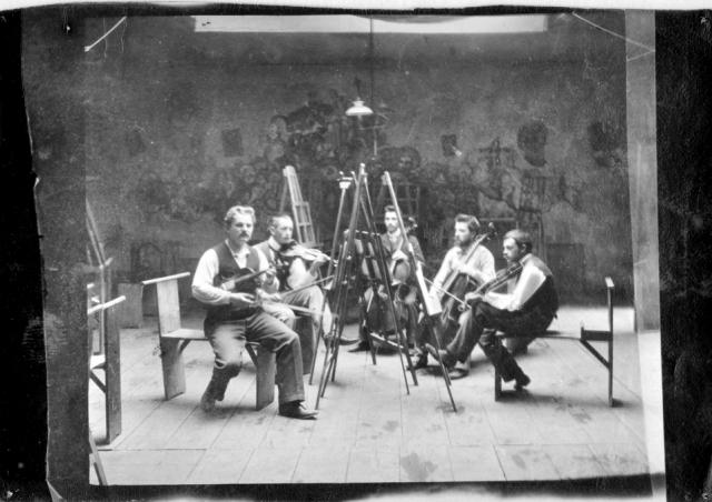 Paul Klee (el primero a la derecha) en un quinteto, en el estudio del pintor Heinrich Knirr, 1930