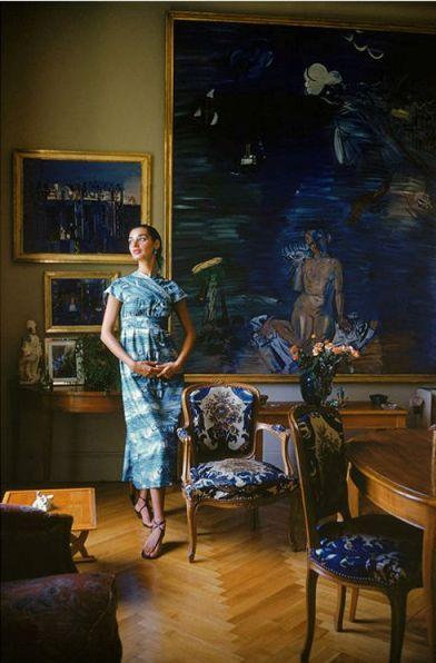 En casa de Raoul Dufy, la modelo Jackie Mazel con un vestido de Claire McCardell, Life 1955.