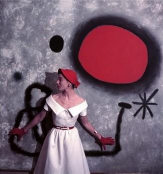 La modelo Bettina ante un Miró 1953