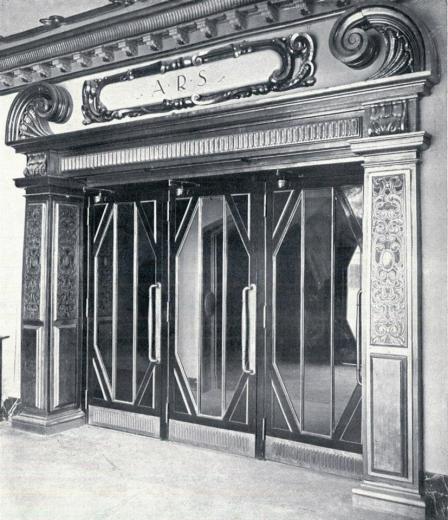 Puerta de acceso al anfiteatro 1