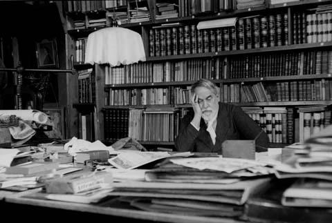 Mariano Fortuny en su bilblioteca