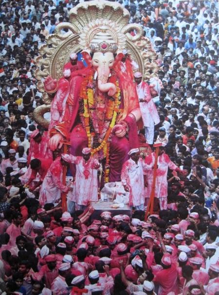Procesión de Ganesh dios con cabeza de elefante ©AFP/Grazia Neri