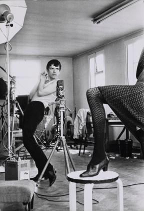 Terry O´Neill David Bailey fotografiando a Moyra Swan, 1965 © Terry O´Neill - Cortesía Philippe Garner